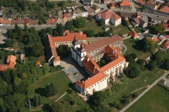 Třebíč - letecký pohled na zámek