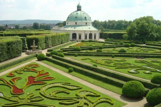 Park zámku v Kroměříži s rotundou